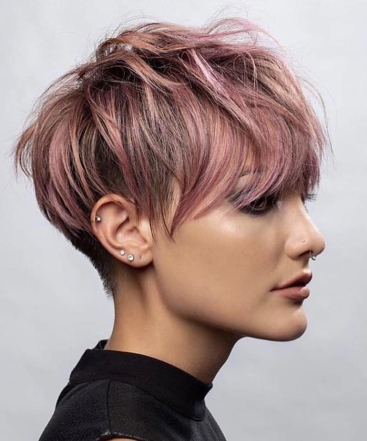 Taglio pixie corto rosa shocking
