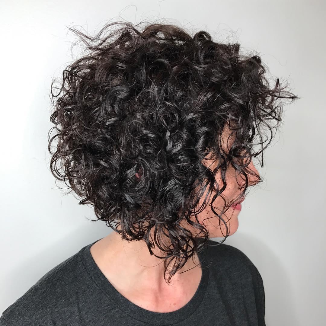 Taglio di capelli corto con ricci da gestire