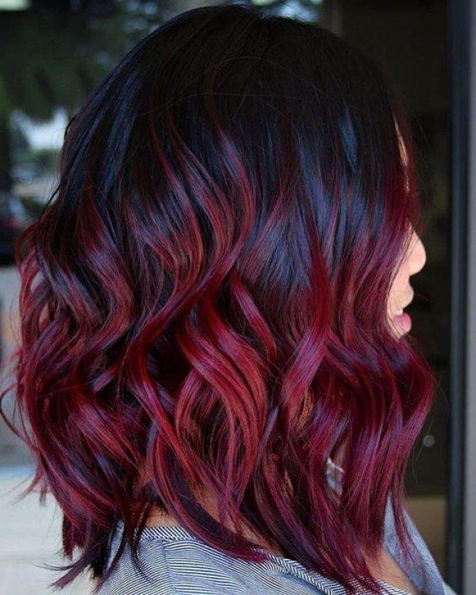 Mulled wine hair su capelli medi con styling mosso