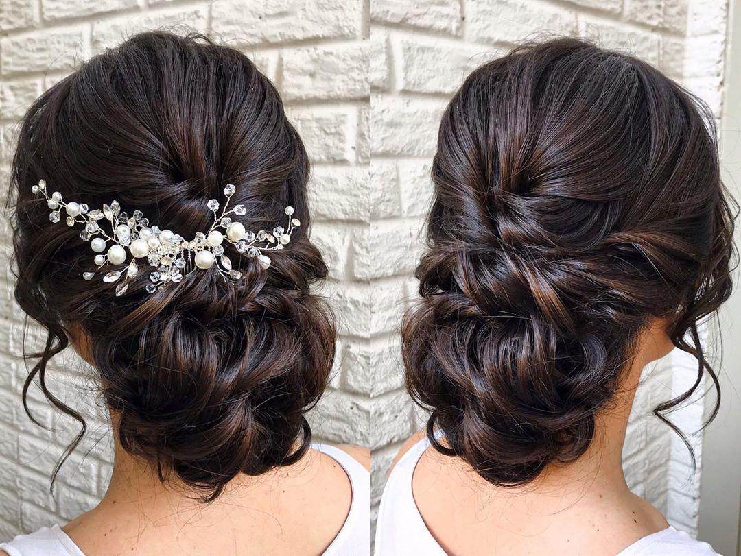 Acconciatura con capelli raccolti per spose