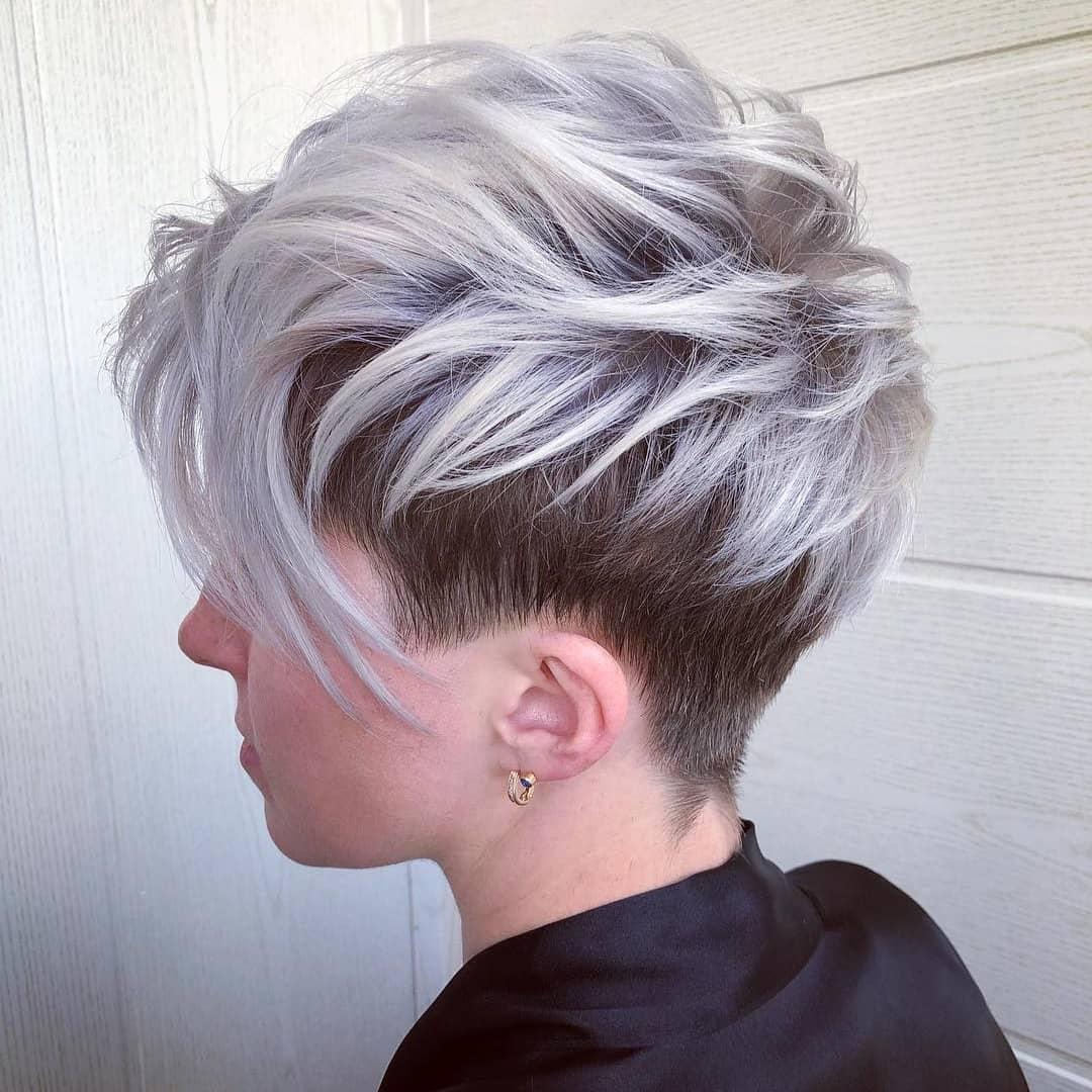 Pixie cut asimmetrico silver con base scura