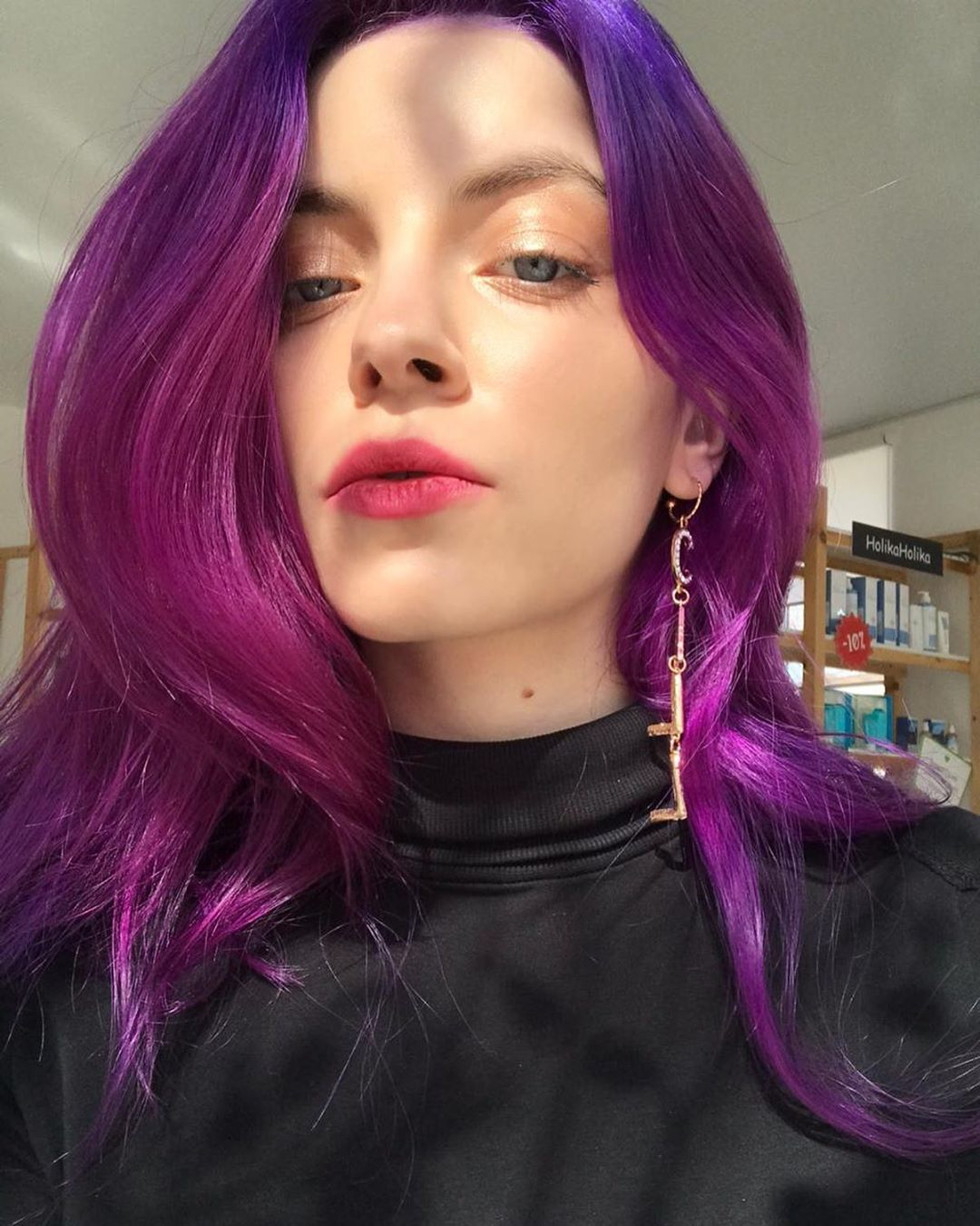 Capelli viola lunghi luminosi con balayage