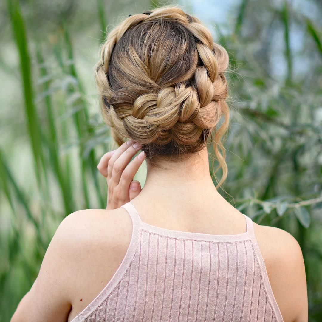 Acconciatura treccia a corona per capelli lunghi