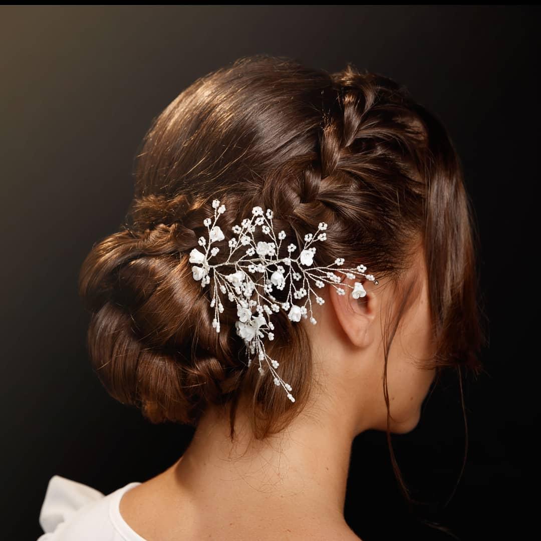 Acconciatura sposa chignon bohémien per capelli raccolti