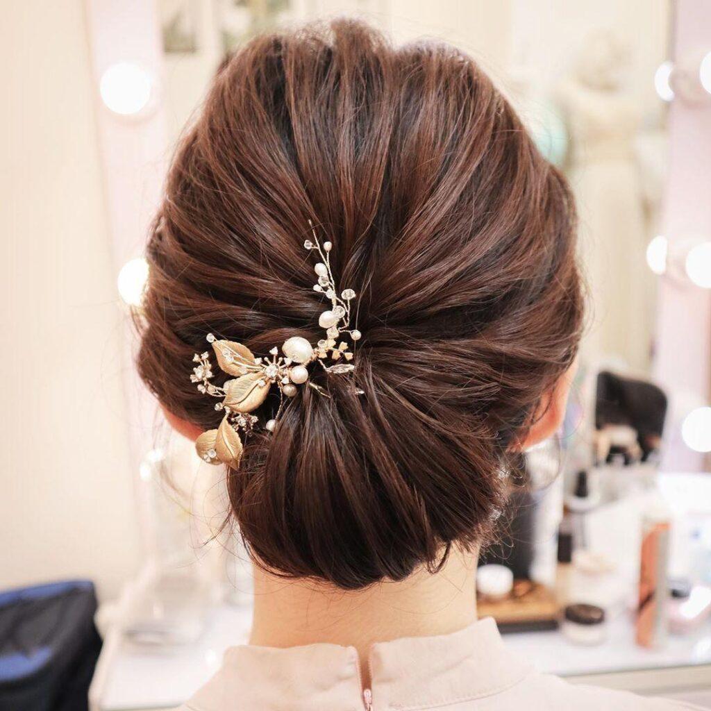 Acconciatura capelli raccolti per sposa