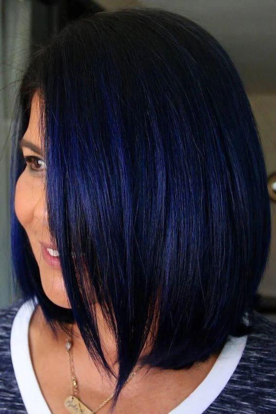 capelli-nero-blu-per-un-look-misterioso-e-intrigante