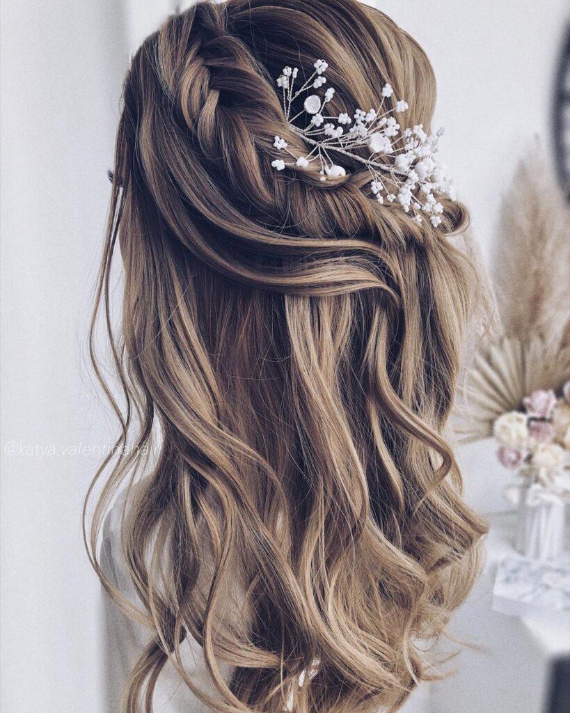 Acconciatura sposa su capelli lunghi e semi raccolti