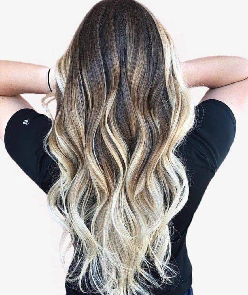 contouring-e-balayage-biondo-chiarissimo-su-capelli-lunghi