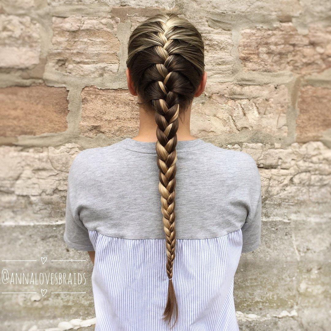Treccia alla francese su capelli lunghi
