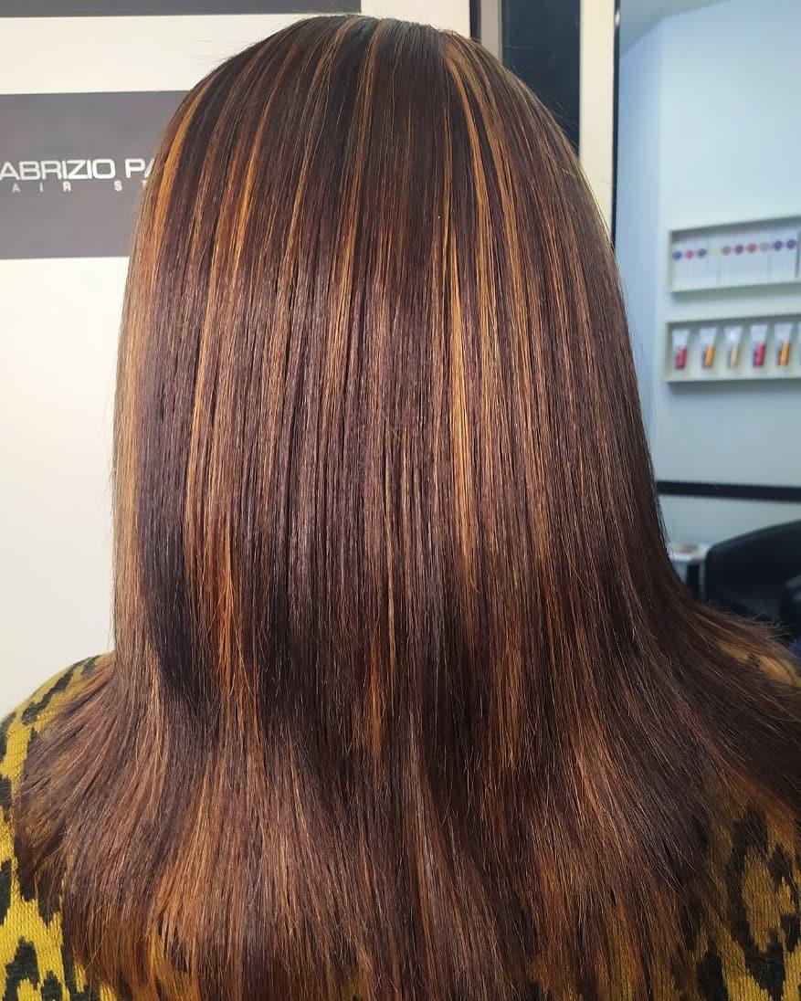 Colpi di sole cioccolato su capelli castani