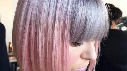 Taglio bob corto con frangia e sfumature rosa