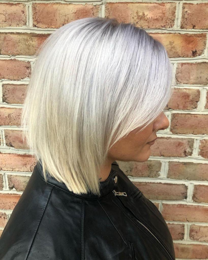 capelli medi con sfumature bionde